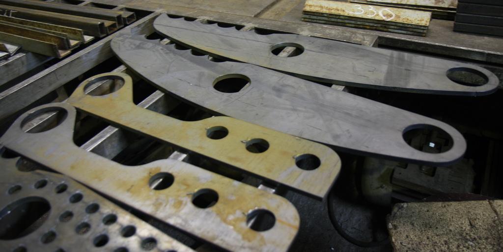 Фигурная резка металла позволяет получить при помощи компьютерных...